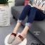 รองเท้าส้นเตี้ยเปิดส้นสีเทา แต่งอะไหล่ทอง GG (สีเทา ) thumbnail 2