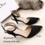 รองเท้าส้นเข็มรัดข้อสีดำ ผ้าซาติน หัวแหลมหุ้มสีทอง (สีดำ ) thumbnail 3