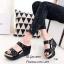 รองเท้าส้นเตารีดเปิดส้นสีดำ สายคาดสองตอน ประดับอะไหล่เพชร (สีดำ ) thumbnail 3