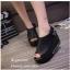 รองเท้าส้นเตารีดรัดส้นสีดำ หนังนิ่ม สายรัดแบบเมจิคเทป (สีดำ ) thumbnail 4