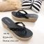 รองเท้าแตะผู้หญิงสีดำ แบบคีบ แต่งอะไหล่คริสตัลหน้าดอกซากุระ (สีดำ ) thumbnail 2