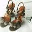 รองเท้าส้นเข็มรัดข้อสีเทา ประดับตุ้มขนมุ๊งมิ๊ง วัสดุผ้ากำมะหยี่ (สีเทา )