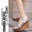 รองเท้าส้นเตารีดรัดส้นสีขาว ตอกหมุดปิรามิด สไตล์ VALENTINO (สีขาว ) thumbnail 4