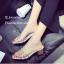 รองเท้าส้นตันสีครีม พียูใสไม่บาดเท้า แต่งเพชร (สีครีม ) thumbnail 3