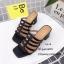 รองเท้าส้นตันสีดำ แบบสวม ดีไซน์งานเส้น (สีดำ ) thumbnail 3