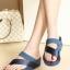 รองเท้าส้นเตารีด แบบสวมนิ้วโป้ง สไตล์fitflop (สีน้ำเงิน ) thumbnail 2