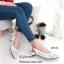 รองเท้าส้นเตี้ย รัดส้น หัวแหลม ผ้าลูกไม้ Valentino (สีครีม ) thumbnail 4