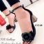 รองเท้าส้นสูง เปิดส้น รัดข้อเท้า แต่งกุหลาบ ส้นเหลี่ยม (สีดำ )