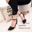 รองเท้าส้นเข็มรัดข้อสีดำ ผ้าซาติน หัวแหลมหุ้มสีทอง (สีดำ ) thumbnail 2