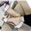 รองเท้าส้นเตี้ยรัดข้อสีขาว มีสายมุกรัดข้อปรับระดับ (สีขาว ) thumbnail 5