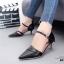 รองเท้าส้นเข็มหัวแหลมสีดำ รัดส้น เปิดด้านข้าง (สีดำ )