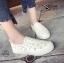 รองเท้าผ้าใบแฟชั่นสีขาว หนังพียูเจาะลายฉลุ ไม่มีเชือก (สีขาว ) thumbnail 3