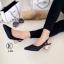 รองเท้าคัทชู หัวแหลม รัดส้น ส้นแปดเหลี่ยมสีทอง (สีดำ ) thumbnail 3