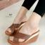 รองเท้าส้นเตารีด ทรงสวม สายคาดไขว้ ส้นขอบทอง (สีน้ำตาล ) thumbnail 1