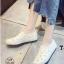 รองเท้าผ้าใบแฟชั่นสีขาว หนังพียูเจาะลายฉลุ ไม่มีเชือก (สีขาว )