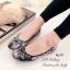 รองเท้าส้นแบน หุ้มส้น ลายดอกไม้วินเทจ (สีดำ ) thumbnail 3