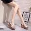 รองเท้าส้นเตารีดรัดส้นสีขาว ตอกหมุดปิรามิด สไตล์ VALENTINO (สีขาว ) thumbnail 2