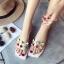 รองเท้าแตะแฟชั่นสีขาว สายคาดพลาสติกใส ไม่บาดเท้า (สีขาว ) thumbnail 1
