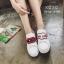 รองเท้าผ้าใบแฟชั่นสีขาว ทีเชือกร้อย แกะเข้าออกได้ เก๋มาก (สีขาว ) thumbnail 1