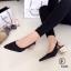 รองเท้าคัทชู หัวแหลม รัดส้น ส้นแปดเหลี่ยมสีทอง (สีดำ ) thumbnail 2