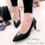 รองเท้าคัทชูหัวแหลมสีดำ Style LV (สีดำ )
