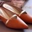 รองเท้าส้นเตี้ย หัวแหลม เปิดส้น สายคาดสีทอง (สีน้ำตาล ) thumbnail 3