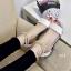 รองเท้าส้นเตี้ยรัดข้อสีขาว มีสายมุกรัดข้อปรับระดับ (สีขาว ) thumbnail 6