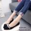 รองเท้าคัทชูส้นแบนหัวแหลมสีดำ แต่งอะไหล่ไข่มุก (สีดำ )