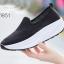 รองเท้าผ้าใบเสริมส้นสีดำ พื้นสุขภาพ มีรูระบายอากาศ (สีดำ ) thumbnail 3