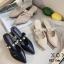 รองเท้าส้นตันหัวแหลมสีครีม เปิดส้น แบบสวม แต่งไข่มุก (สีครีม ) thumbnail 5
