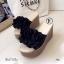 รองเท้าส้นเตารีดสีดำ เปิดส้น แต่งดอกไม้ (สีดำ ) thumbnail 5