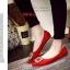 รองเท้าคัทชูหัวแหลม สไตล์Roger-Viewer แต่งหัวเข็มขัดสีเงิน (สีแดง ) thumbnail 2