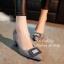 รองเท้าคัทชู ส้นสูง หัวแหลม แต่งหัวเข็มขัดฝังเพชร (สีเทา ) thumbnail 3