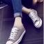 รองเท้าผ้าใบแฟชั่นสีเทา สไตล์คอนเวิร์ส (สีเทา ) thumbnail 1