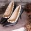 รองเท้าคัทชูส้นเข็มสีดำ หัวแหลม สไตล์VALENTINO (สีดำ )