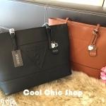 กระเป๋าแฟชั่น แบรนด์ GUESS รุ่น SAFFIANO SHOPPER BAG มี 2 สี ดำ น้ำตาล