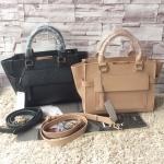 กระเป๋าแฟชั่น แบรนด์ CHARLES & KEITH รุ่น TRAPEZE TOP HANDLE BAG มี 2 สี สีดำ , สีนู้ด