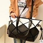 พร้อมส่ง ขายส่งกระเป๋ากระเป๋าสะพายไหล่ ใบใหญ่ เย็บลายตาราง แฟชั่นเกาหลี Fashion bag รหัส NA-385 สีดำ-ขาว