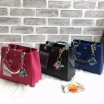 กระเป๋าแบรนด์ LYN รุ่น Bloom Bloom Plain M Bag มี 5 สี สีดำ สีน้ำตาล สีนู้ด สีน้ำเงิน สีชมพูบานเย็น