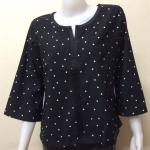 เสื้อคอกลมผ้าซาร่า By PISTA สีดำลายจุด Size 44