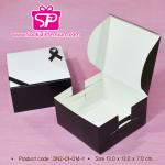 กล่อง Snack ลายโบว์สีดำ ขนาด 13 x 13 x 7 ซม. (บรรจุแพ็คละ 50 กล่อง)