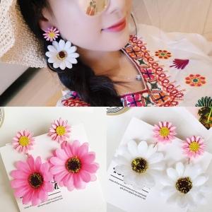 เลือกสีด้านในค่ะ ต่างหู Summer Daisy Korea ER8942